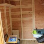 L'intérieur de la cabane avant fixation définitive des étagères